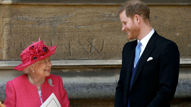 El príncipe Harry y la reina Isabel, en una imagen de archivo. (Reuters)