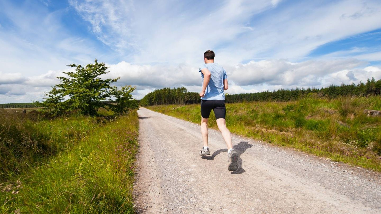 Simply run, ponte en forma en 10 minutos. (@jennyhill para Unsplash)