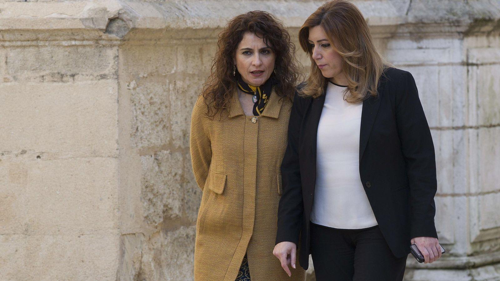 Foto: La presidenta de la Junta, Susana Díaz junto a la consejera de Hacienda, María Jesús Montero. (EFE)