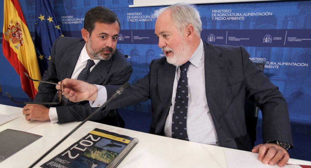 Miguel Arias Cañete (d) y el secretario de Estado de Medio Ambiente, Federico Ramos. (EFE)