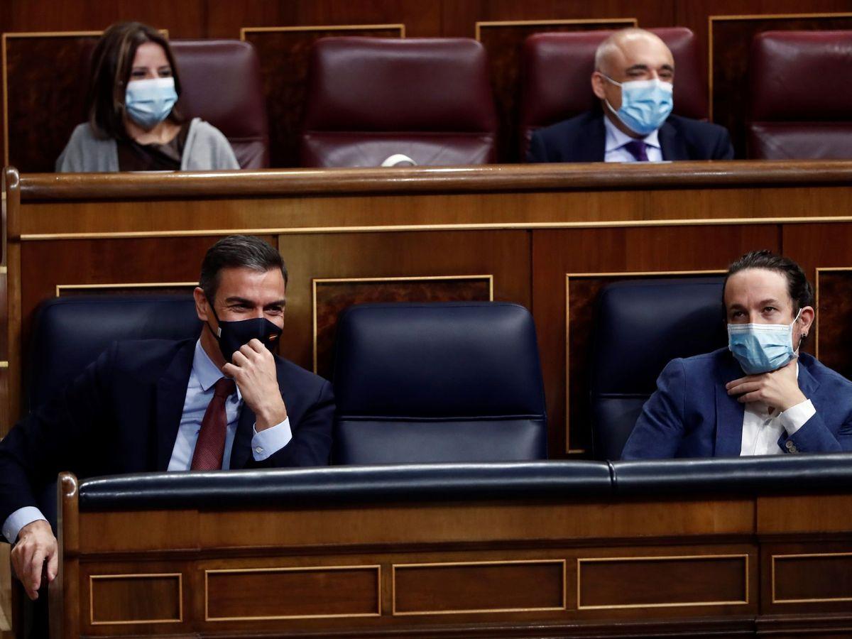 Foto: El presidente del gobierno Pedro Sánchez (i) y el vicepresidente Pablo Iglesias (d), durante la moción de censura de Vox. (EFE)