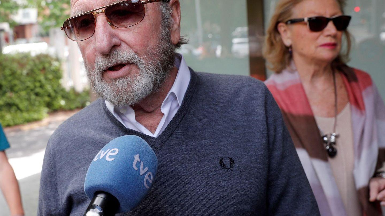 Guillermo Summers a su llegada al tanatorio. (EFE)