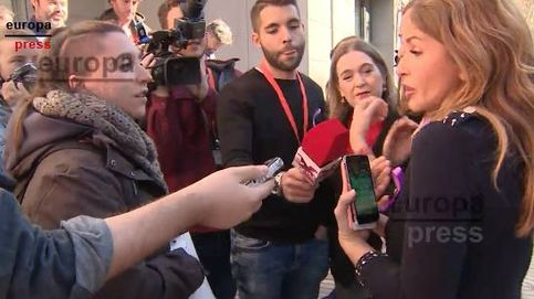 Media docena de personas se concentra ante la sede de Cs en protesta por su feminismo liberal