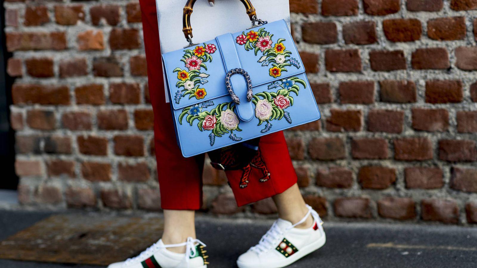 Foto: No todas son zapatillas... blancas. Pero aquí están los modelos que las famosas adoran. (Imaxtree)