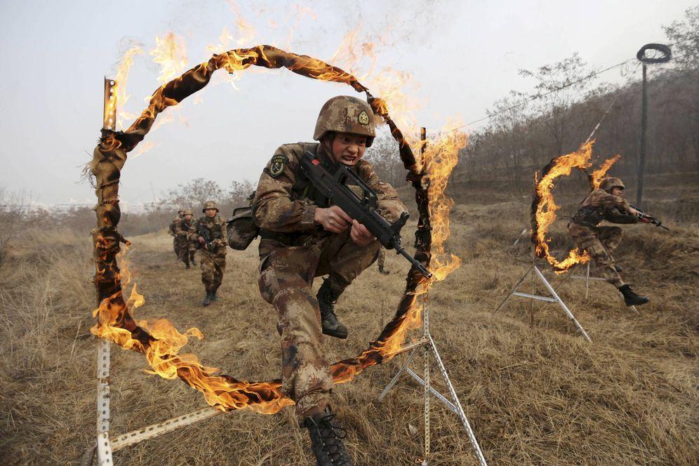 Foto: Soldados del Ejército de Liberación Popular durante un entrenamiento en Tianshui, en la provincia de Gansu, en enero de 2016 (Reuters).