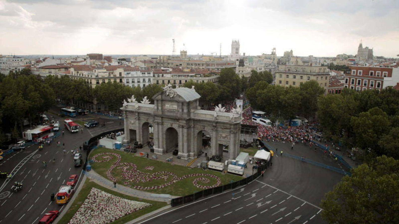 Foto: Vista de la Puerta de Alcalá desde el número 6 de la plaza de la Independencia, en Madrid.