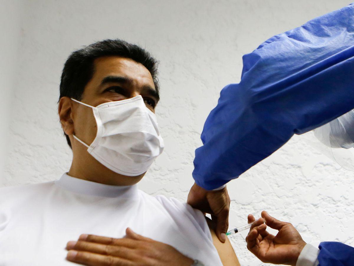 Foto: El presidente venezolano, Nicolás Maduro, recibe la vacuna Sputnik V. (Reuters)