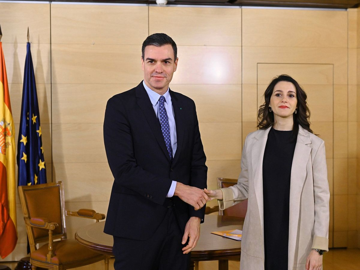 Foto: Pedro Sánchez, junto a Inés Arrimadas. (EFE)