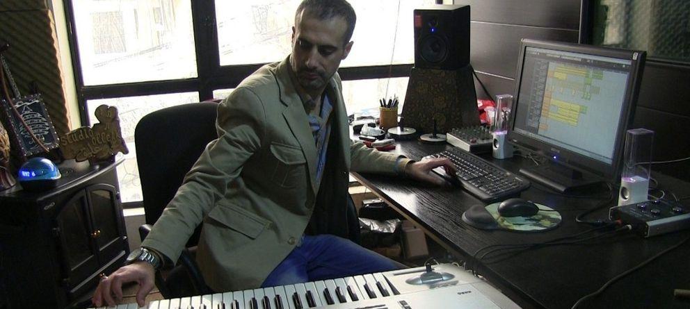 Foto: El cantante Ali Barakat (EFE)