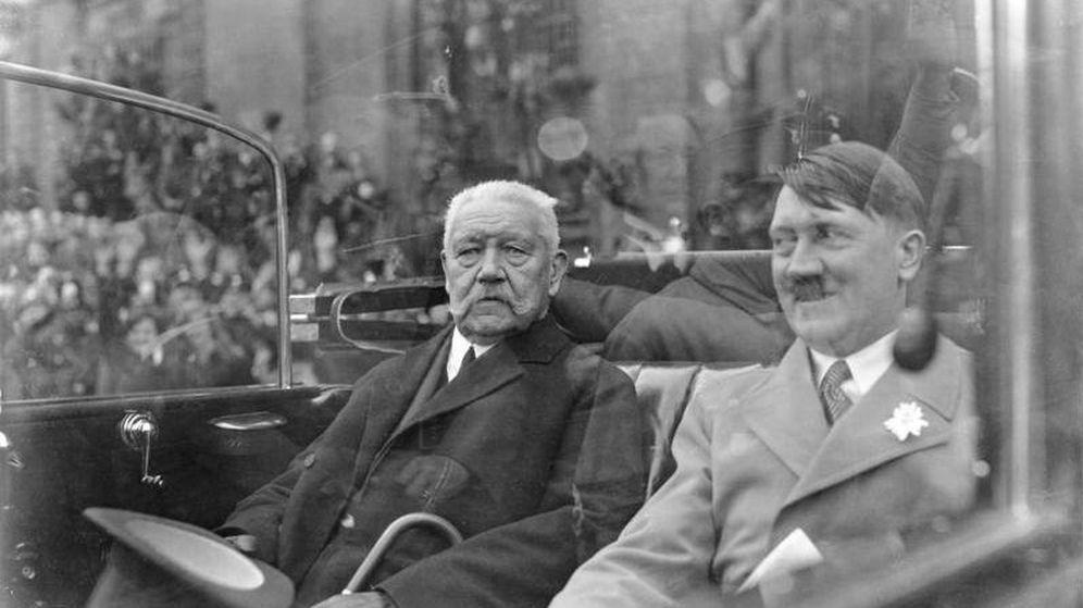 Foto: El presidente de la República de Weimar, Paul von Hindenburg, y el canciller Adolf Hitler en 1933. (Bundesarchiv)