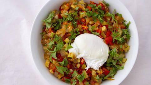 Pisto de verduras con huevo: un plato de toma pan y moja