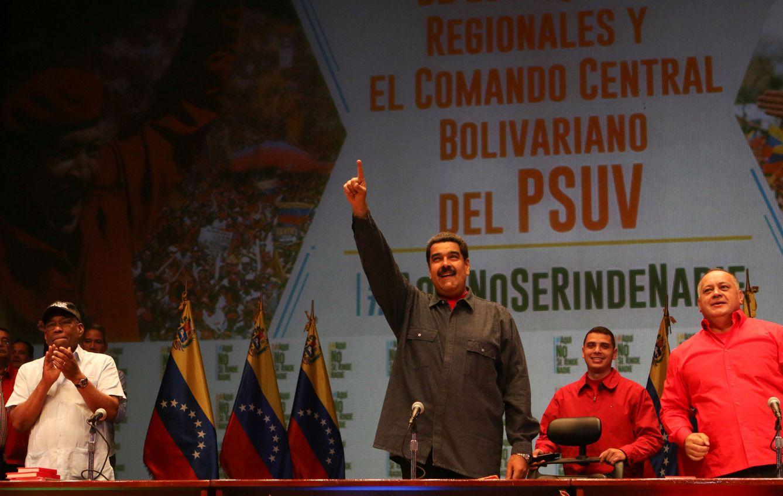 Foto: El Presidente Nicolás Maduro saluda a sus partidarios durante un mitin del Partido Socialista Unificado de Venezuela, el 19 de mayo de 2016 (Reuters)
