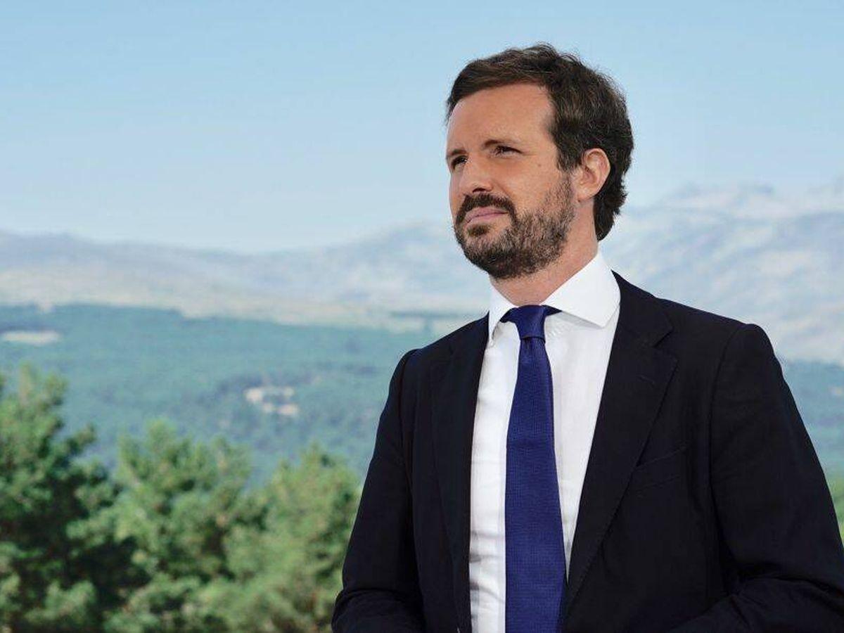 Foto: El líder del PP, Pablo Casado, en la Sierra de Gredos. (David Mudarra)
