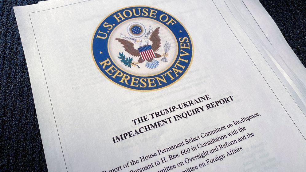 Foto: Informe sobre la investigación de 'impeachment'. (Reuters)