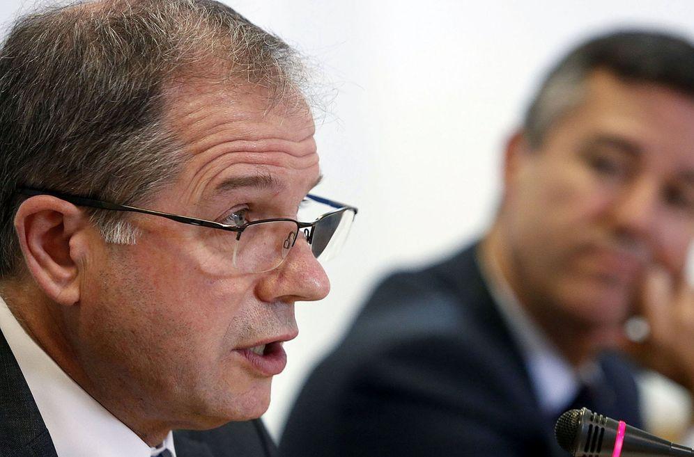 Foto: Antxon López Usoz, en primer término, y Xabier Ortueta, presidente y director general de la AFM. (EFE)