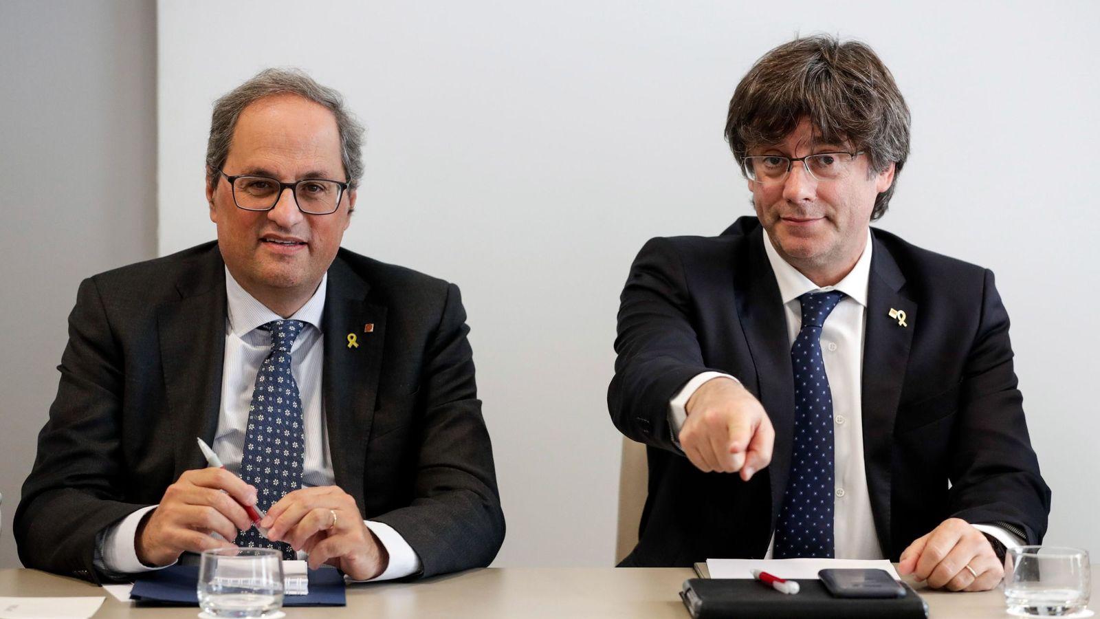 Foto: El presidente de la Generalitat, Quim Torra, y su antecesor Carles Puigdemont. (EFE)