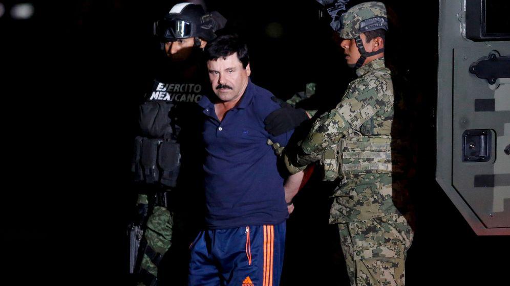 Foto: Joaquín El Chapo Guzmán es exhibido por el Ejército el 8 de enero de 2016 en el aeropuerto de la Ciudad de México, tras ser capturado por última vez. (REUTERS/Tomás Bravo)