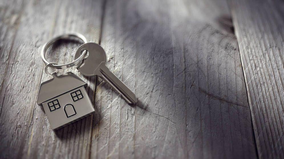 Foto: Llaves desinfectadas y con tu propio boli, así se están firmando las hipotecas ante notario. (iStock)