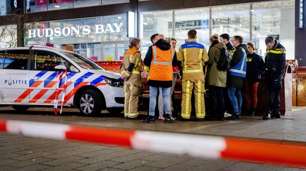 Foto: Servicios de emergencias en la zona del ataque en el centro de La Haya. (Reuters)