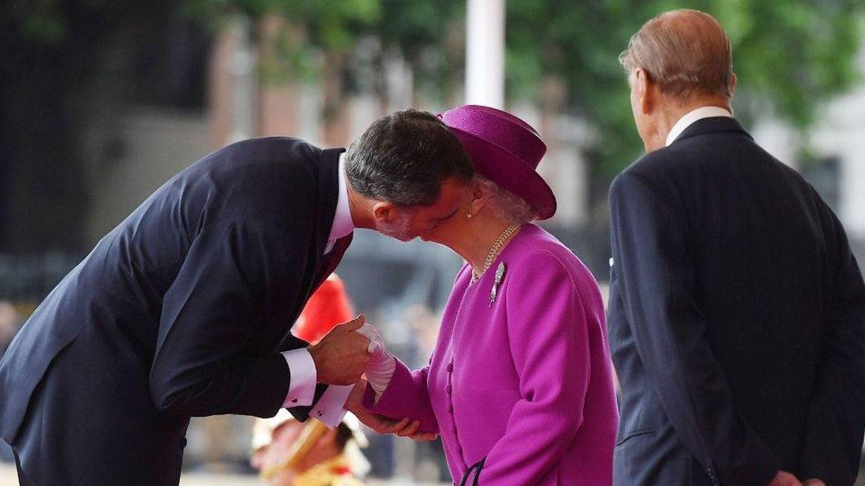 El rey Felipe con la reina Isabel y el Duque, en 2017. (Getty)