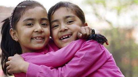 El vínculo de dos gemelas en la Aldea de Nepal
