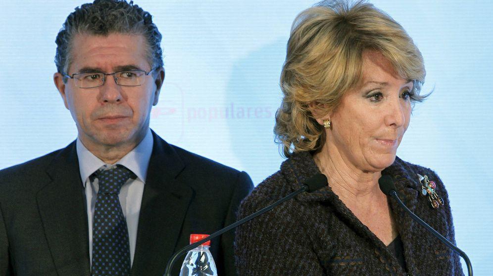 Foto: Francisco Granados y Esperanza Aguirre, en una imagen de 2010. (EFE)