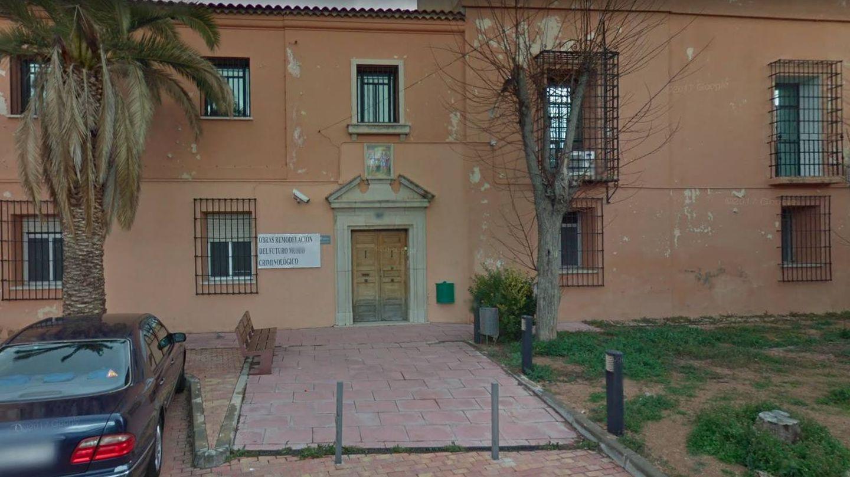 Fachada principal del edificio que iba a albergar el museo de criminología.