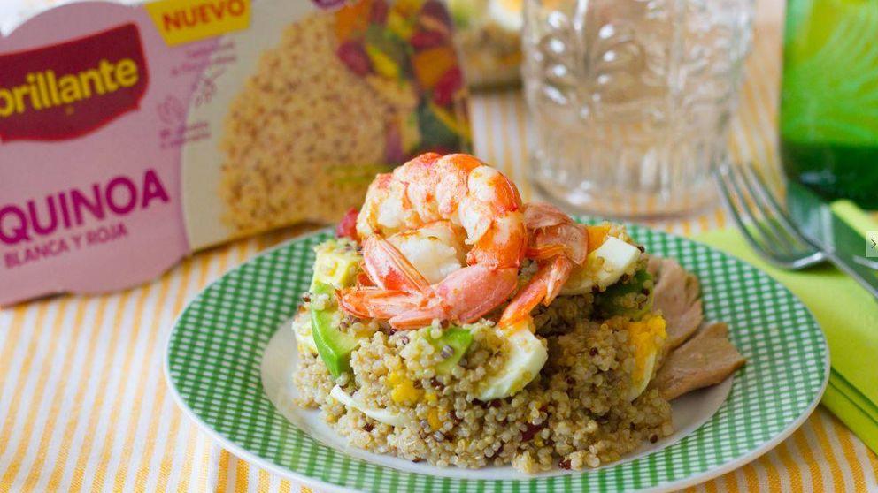 Ensalada de quinoa con atún, aguacate, tomates cherry, huevo y gambones