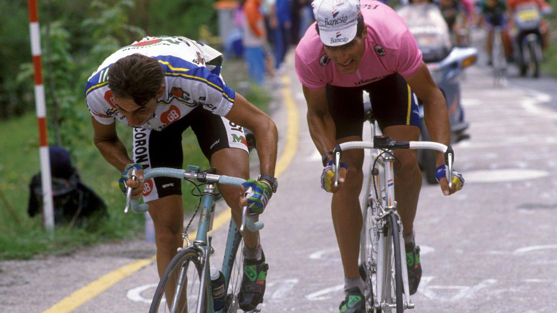 Foto: Miguel Indurain junto a Franco Chioccioli en el Giro de 1992 (Cordon Press).