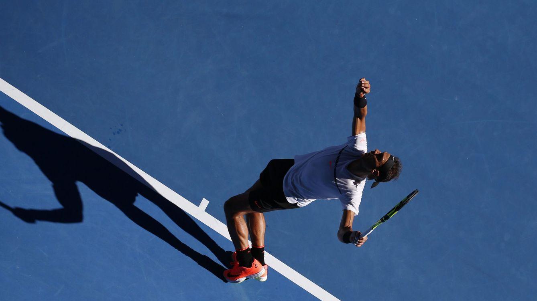 Foto: Nadal sirve contra Zverev (EFE)