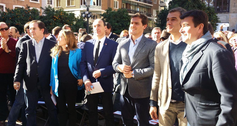 El equipo de C's en un acto de precampaña en Valencia. (ciudadanos)