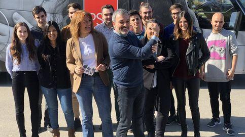 Un autobús del amor del PSC recorre Barcelona en respuesta al acto de Vox