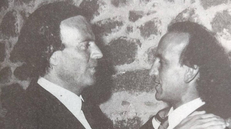 Julio Iglesias y Telmo Domínguez en un restaurante de la ría de Vigo (archivo P. Conde)