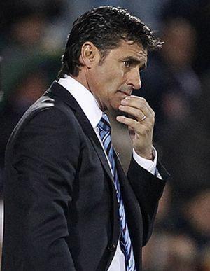 Foto: Michel no tiene motivos para sonreír en un derby con el equipo de su ex amigo Mel como favorito