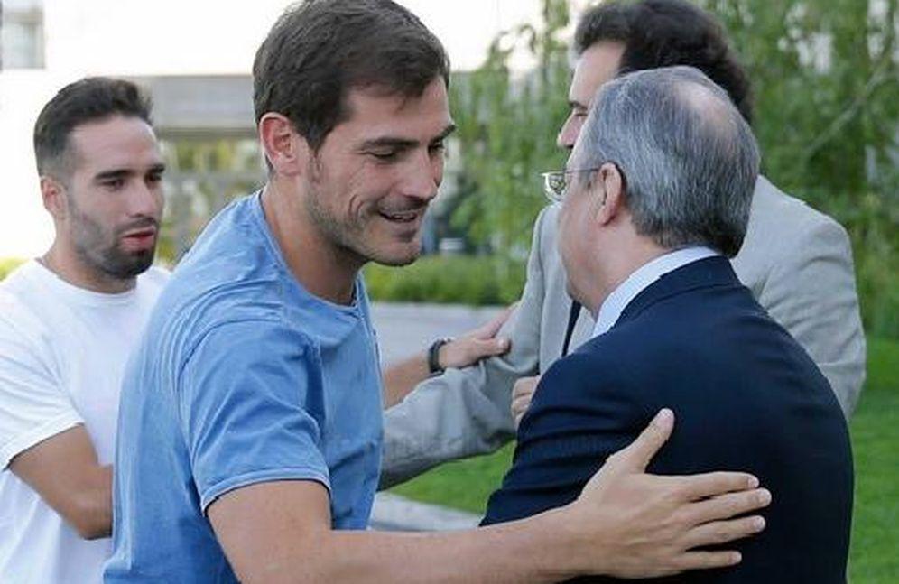Foto: Casillas, junto a Florentino en Valdebebas (Real Madrid).