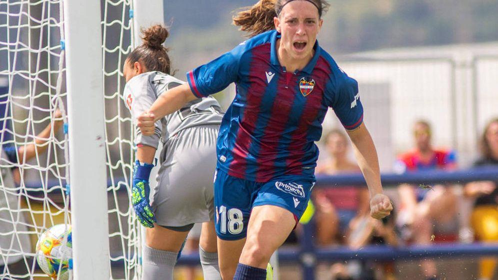 Foto: Eva Navarro celebra un gol con su actual equipo, la UD Levante. (EF)
