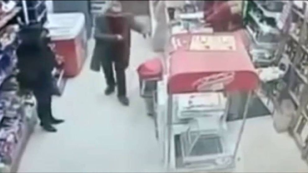 Dos ancianos atracan a punta de pistola un local en Madrid
