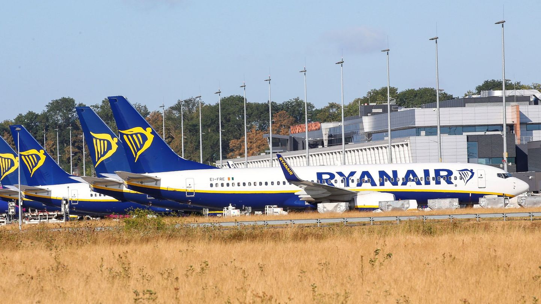 Aviones de la aerolínea Ryanair en el aeropuerto de Charleroi en Bélgica. (EFE)