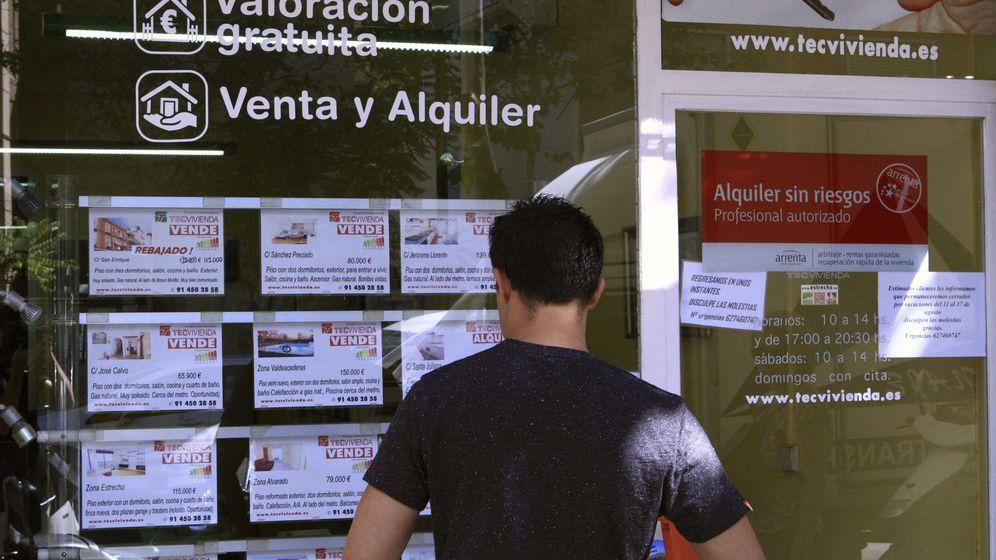 Foto: Escaparate de una inmobiliaria en Madrid (EFE)
