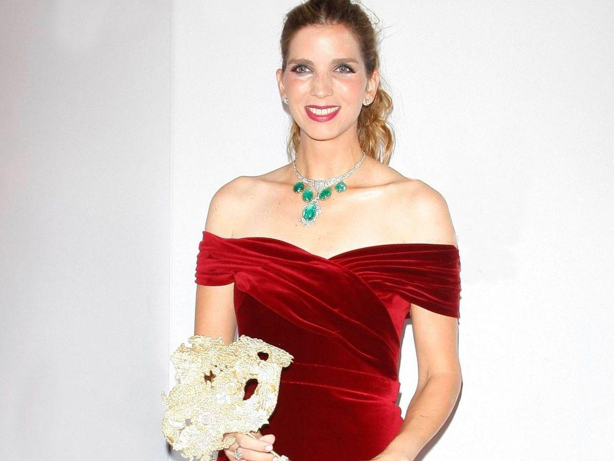 Foto:  Margarita Vargas, con una de las piezas. (Cordon Press)