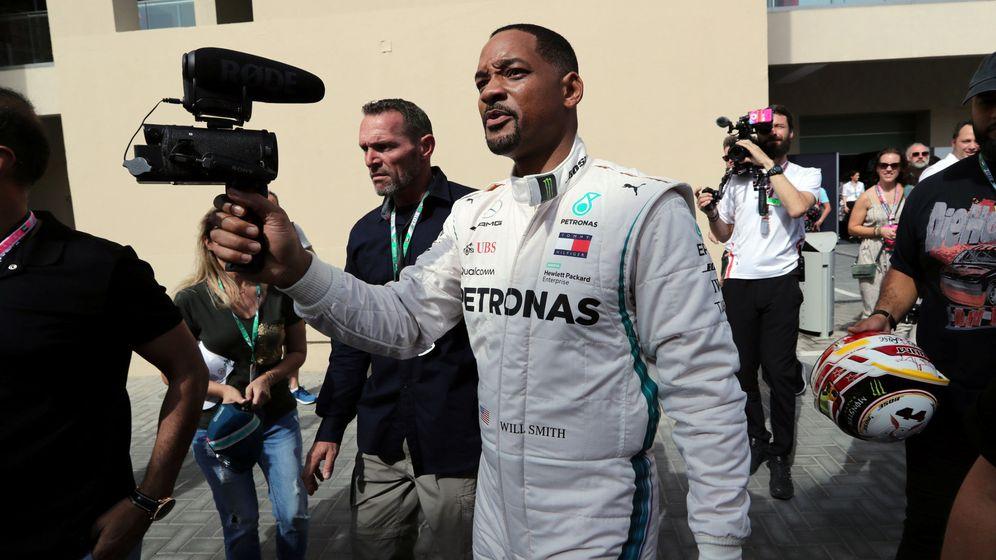 Foto: Will Smith con el mono de Mercedes. (Reuters)