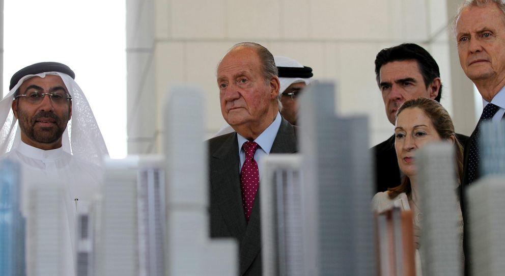 El presidente del Mercado Global de Abu Dabi, el Rey y los ministros de Industria, Fomento y de Defensa.