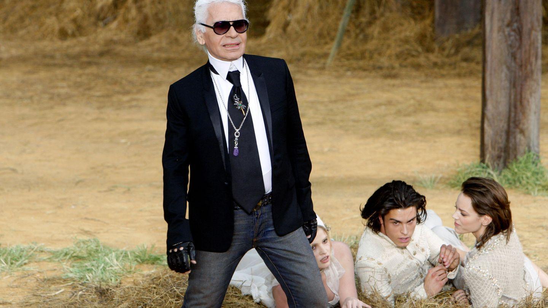 Karl Lagerfeld, con su inseparable camisa blanca. (Reuters)