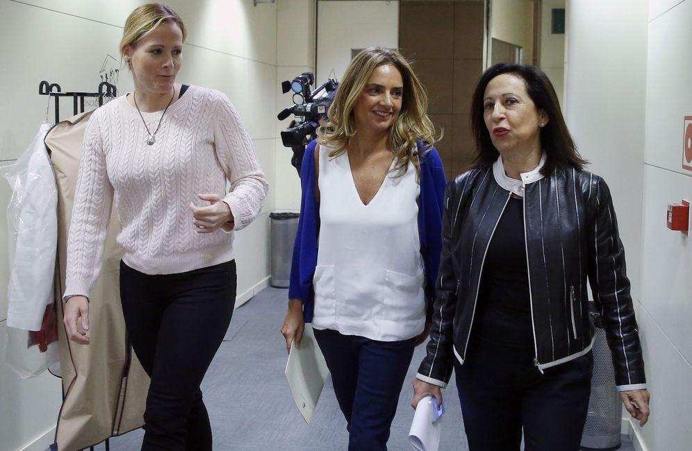 Foto: Zaida Cantera, Susana Sumelzo y Margarita Robles, este 7 de noviembre en el Congreso. (EFE)