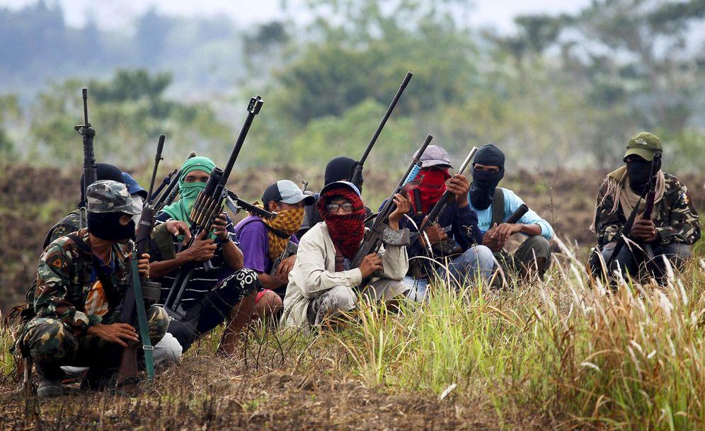 Foto: Los soldados rojos de Dios anuncian su creación a la prensa en Mindanao, sur de Filipinas, en enero de 2016. (Reuters)