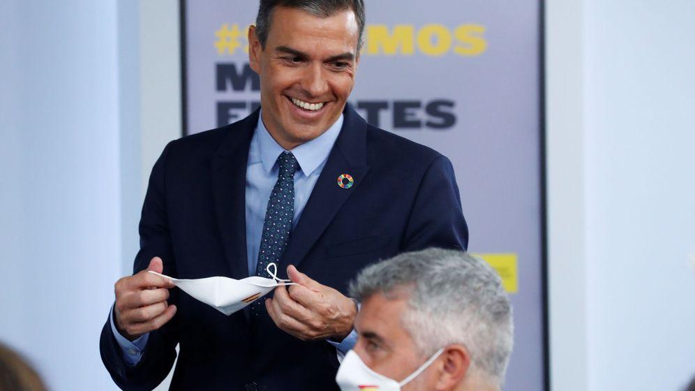 Foto: El presidente del Gobierno, Pedro Sánchez, tras la rueda de prensa posterior al Consejo de Ministros celebrado en la Moncloa. (EFE)