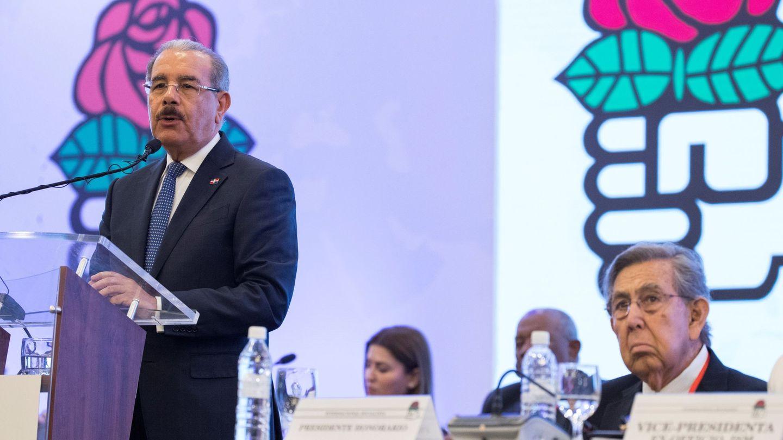 El presidente de República Dominicana, Danilo Medina (i), en la reunión de la Internacional Socialista, este 28 de enero en Santo Domingo. (EFE)