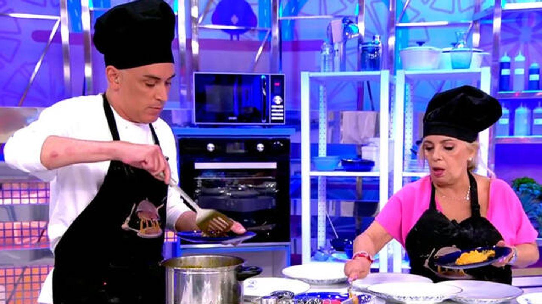 Kiko Hernández y Carmen Borrego, en 'La última cena'. (Telecinco)