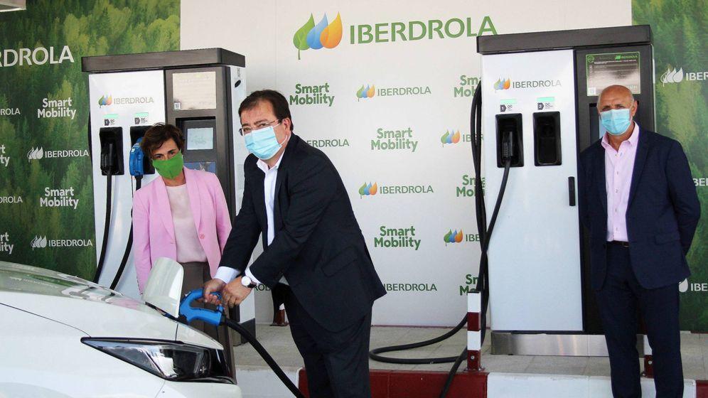 Foto: El presidente de Extremadura, Fernández Vara, inauguró la estación de Monesterio.
