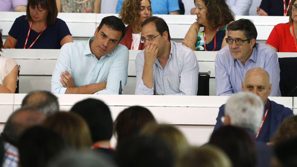 Sánchez llega a su cita con Rajoy con el PSOE partido y sin descartar terceras elecciones